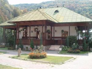 Cladire_curte_Manastirea_Lainici