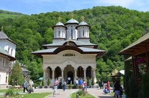 Mănăstirea_Lainici,_Biserica_Nouă_01