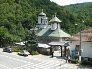 Manastirea_lainici2