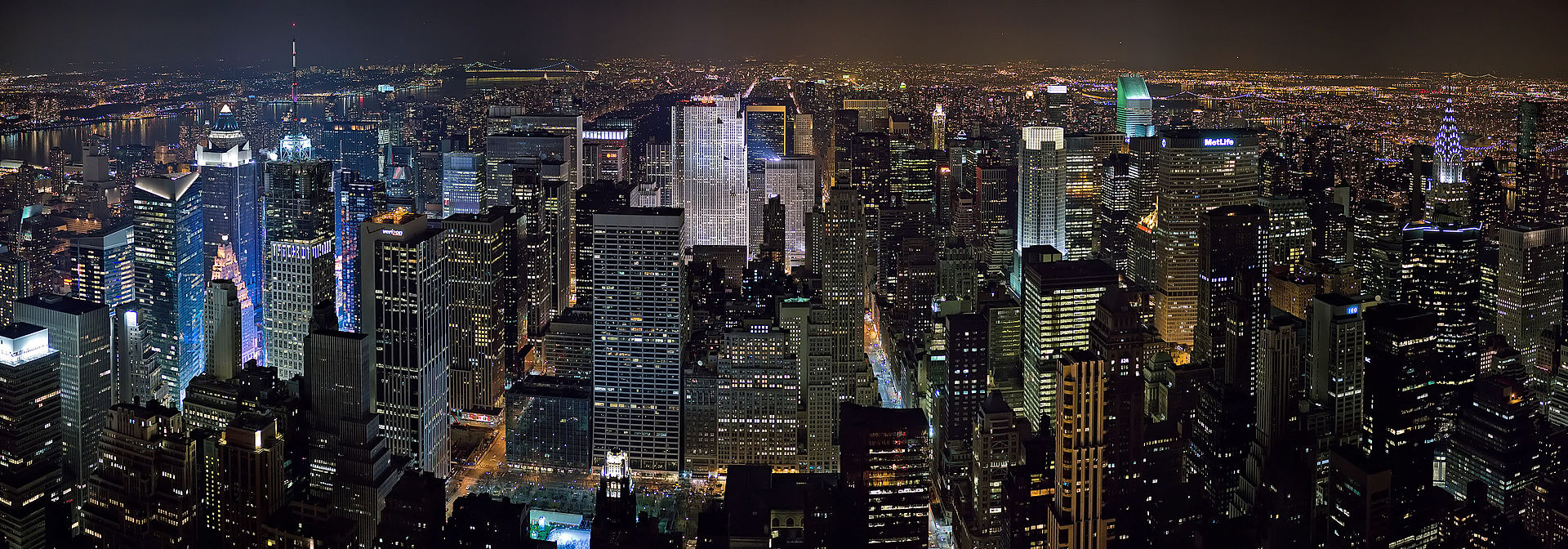 1920px-New_York_Midtown_Skyline_at_night_-_Jan_2006_edit1