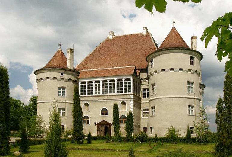 atractii-turistice-castelul-jidvei-cetatea-de-balta